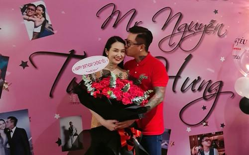 Tuấn Hưng hạnh phúc vì được bà xã Hương Baby tổ chức sinh nhật bất ngờ