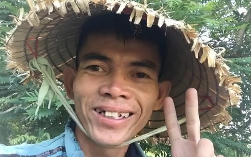 Được mời sang Mỹ quay hình, hot TikToker Việt vẫn từ chối để... ở nhà chăn bò