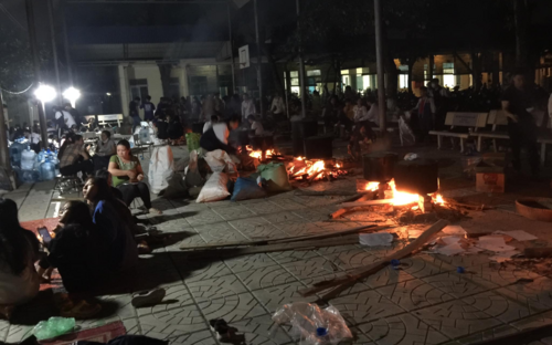 Xúc động những bếp lửa 'xuyên đêm' của thầy và trò trường THPT ở Hà Nội để ủng hộ đồng bào miền Trung