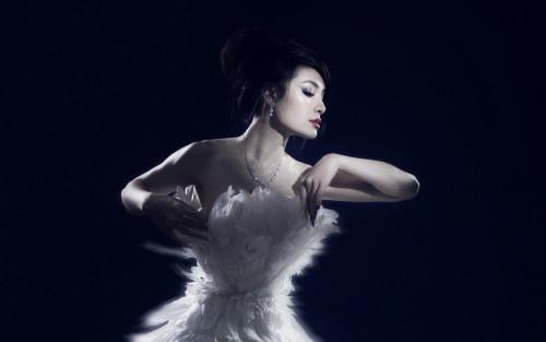 Phương Trinh Jolie bán nuy, hoá thiên nga trắng gây thổn thức