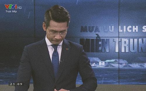 Xúc động khoảnh khắc MC VTV nghẹn ngào nuốt nước mắt khi nói về lũ lụt miền Trung