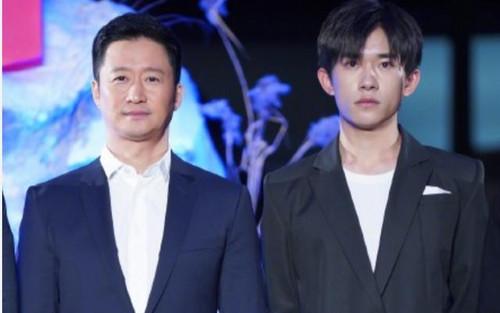 Dịch Dương Thiên Tỉ vô tình giúp áo vest của Ngô Kinh 'đội giá'?