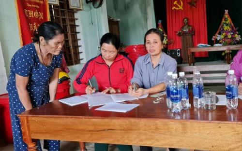 Lý giải bất ngờ của trưởng thôn về việc thu lại tiền ca sĩ Thuỷ Tiên cứu trợ người dân