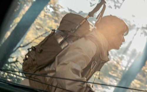 Lộ ảnh hiếm hoi của Jeon Ji Hyun - Joo Ji Hoon trong phim của đạo diễn 'Hậu duệ mặt trời'