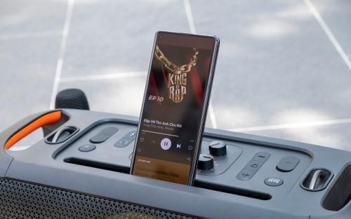 Dùng thử loa Bluetooth JBL PartyBox On The Go: Thiết kế lạ, điểm cộng ở chất âm