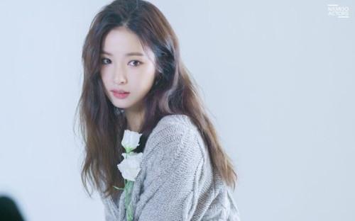 Shin Se Kyung đẹp tựa nữ thần trên tạp chí Allure: Trải lòng về phim 'Run On' sắp ra mắt