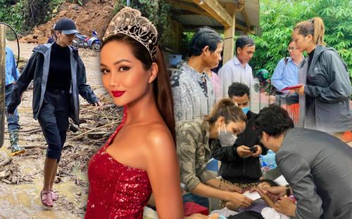 H'Hen Niê lội bùn, xúc động mạnh khi đến thăm người dân chịu ảnh hưởng sạt lở đất tại Quảng Nam