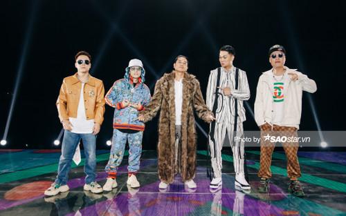 Mentor King Of Rap sáng bừng trên sân khấu vòng Hồi sinh, Hồ Hoài Anh 'cháy' hết cỡ với áo lông dày sụ