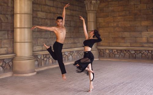 Ý nghĩa đằng sau bộ ảnh khiêu vũ tuyệt đẹp của vợ chồng Khánh Thi – Phan Hiển