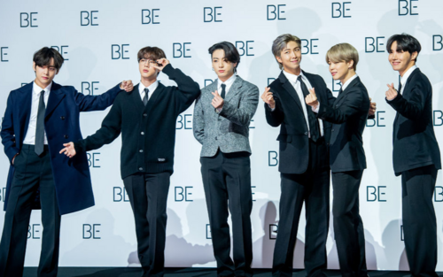 Họp báo thiếu Suga, BTS đẹp xuất thần: Jungkook đổi 'mốt', Jin chuẩn bị nhập ngũ
