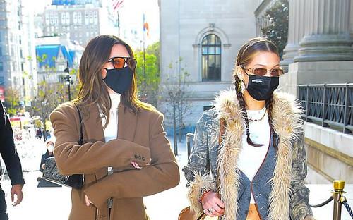 Hai chân dài triệu đô Kendall Jenner & Bella Hadid ra kín bưng xuống phố vẫn hút mọi ánh nhìn