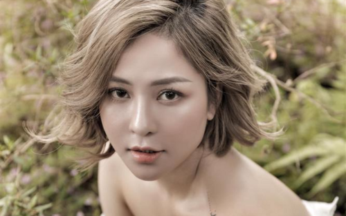 Hotgirl Trâm Anh phát ngôn gây tranh cãi: 'Tiền làm nảy sinh tình cảm'