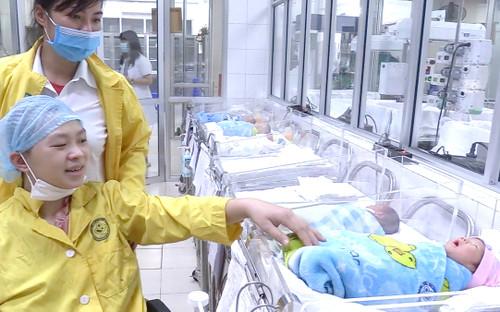 Kỳ tích cứu sống nữ thai phụ 30 tuần tuổi gặp nạn nguy kịch và giây phút hạnh phúc đoàn tụ con chào đời