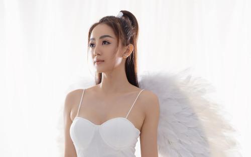 Học trò Đông Nhi gây chú ý với tạo hình thiên thần trong sản phẩm mùa Giáng sinh