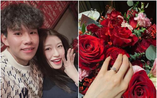 Nàng WAGs Vóc Đỗ khoe được cầu thủ Hà Nội FC cầu hôn bất ngờ