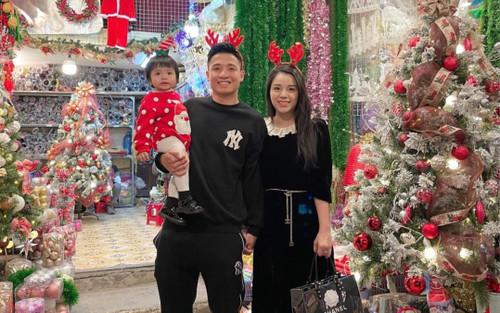 Vợ Phan Văn Đức đón Giáng sinh vắng bóng chồng, dàn hậu cung cầu thủ khoe ảnh gia đình đầy ấm áp