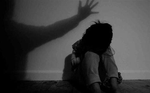 Điều tra vụ bé gái 11 tuổi kể với mẹ chuyện có quan hệ tình dục với nhiều thanh niên