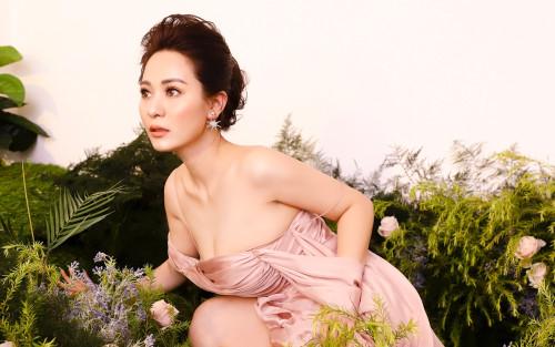 Con gái nuôi Hoài Linh táo bạo trong bộ ảnh mừng Xuân 2021