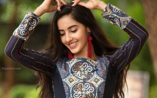 7 bí quyết giúp tóc mọc nhanh, dày đẹp của phụ nữ Ấn Độ
