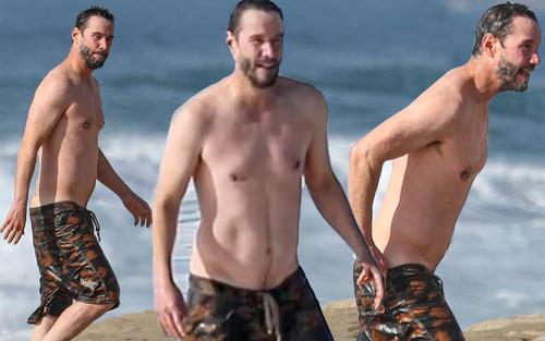 Keanu Reeves để lộ thân hình khoẻ mạnh ở tuổi 56