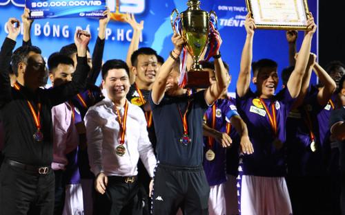 Hà Nội FC vô địch trong ngày đội Viettel vây trọng tài đòi phạt đền
