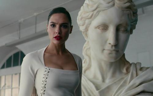 Wonder Woman từng làm những công việc gì ở thế giới loài người