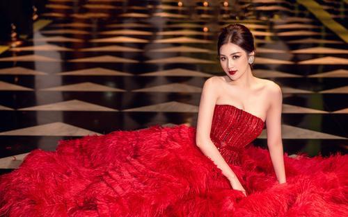 Á hậu Tú Anh đẹp mê hồn với váy dạ tiệc lộng lẫy