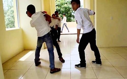 Điều tra nam sinh lớp 8 đâm học sinh lớp 5 tử vong