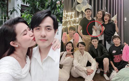 Đông Nhi 'lừa chồng' số 1, Mai Phương Thúy siết chặt tay Noo không rời trong tiệc sinh nhật Ông Cao Thắng
