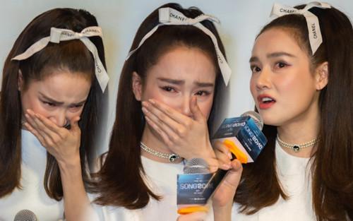Nhã Phương mất điểm vì bắt mọi người đợi hơn 1 tiếng, khóc nức nở tại họp báo 'Song Song'