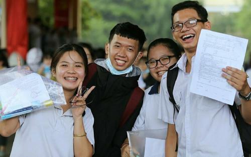 Một Đại học ở TP.HCM thưởng 15 triệu đồng cho sinh viên đạt điểm IELTS, TOEFL cao