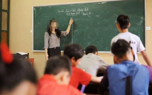 Giáo viên 'bêu' tên học sinh vi phạm lên bảng trước sự chứng kiến của cả lớp khiến phụ huynh tranh cãi