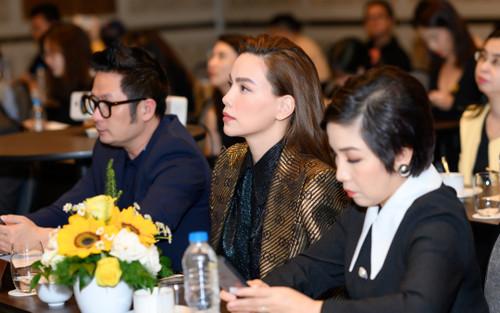 Hà Hồ áp lực khi đứng chung sân khấu với Mỹ Linh: 'Sinh xong tôi thay máu liều'