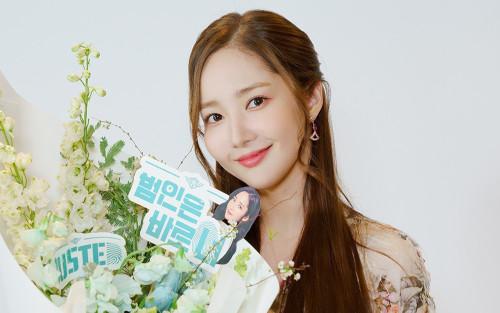 Thư kí Kim 'Park Min Young' cực xinh đẹp trong buổi họp 'Busted!'
