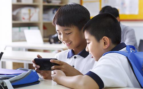 Bộ Giáo dục Trung Quốc cấm học sinh đem điện thoại vào trường học