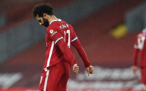Thua sốc trên sân nhà, Liverpool hụt hơi trong cuộc đua vô địch
