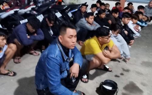 Vây bắt hơn 100 thanh thiếu niên tụ tập đua xe trên Quốc lộ 1A lúc nửa đêm