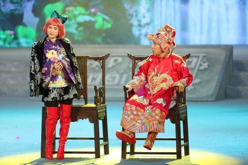 Lâm Vỹ Dạ trong Táo Quân 2021 diễn xuất duyên dáng và đài từ miền Bắc nhang nhác Vân Dung
