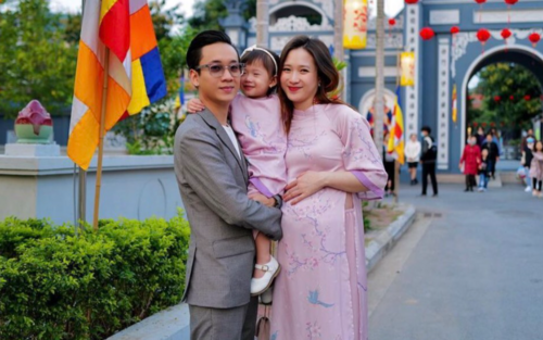 Đang mang bầu con thứ hai, bà xã JustaTee vẫn tự tin khoe nhan sắc đỉnh cao dịp Tết