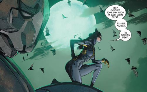 Con gái Batman & Catwoman gây tranh cãi với tạo hình 'mặc như không mặc'
