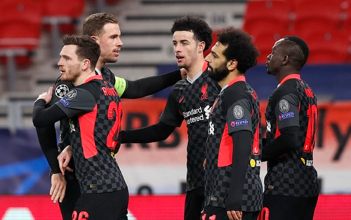 Liverpool đặt một chân vào tứ kết Champions League