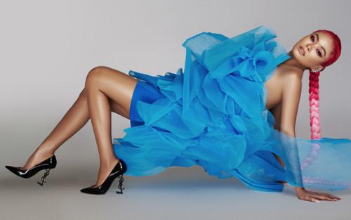 Á hậu Mâu Thủy khoe làn da nâu bóng, cuốn chặt mọi ánh mắt trong loạt váy áo siêu táo bạo