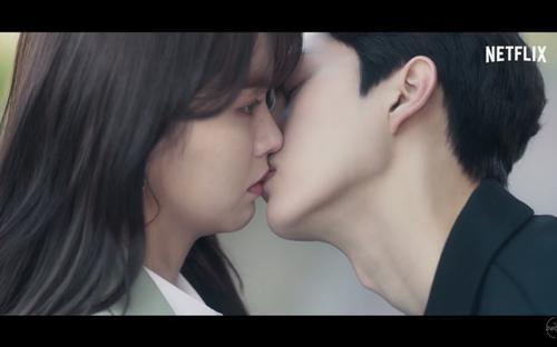 'Love Alarm 2' tung trailer chính thức: Song Kang hôn Kim So Hyun say đắm