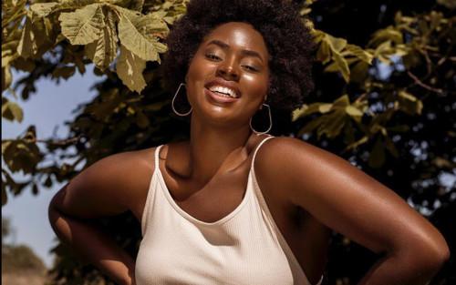 Nữ công nhân vệ sinh da màu, mũm mĩm đổi đời nhờ thành model của Gucci