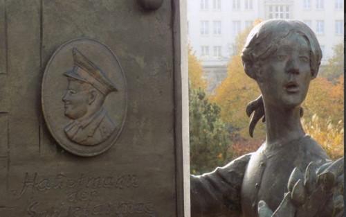 Người hùng cứu bé gái rơi từ tầng cao 'phiên bản' Liên Xô: Đỡ sức nặng tương đương xe máy