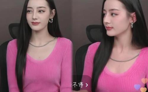 Địch Lệ Nhiệt Ba lộ gương mặt cứng đơ và già khi livestream phải chăng do lỗi makeup ?