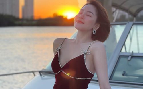 Sau bộ ảnh du thuyền đầy nóng bỏng, Trâm Anh bất ngờ đăng trạng thái đầy ẩn ý nghi vấn chia tay người yêu