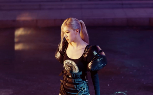 Rosé (BlackPink) diện trang phục từ nhà thiết kế Việt Nam trong MV debut solo