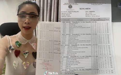 Sau clip 'xin vía học giỏi', Thơ Nguyễn khoe bảng điểm đại học 'khá - giỏi' nhưng sự thật ra sao?
