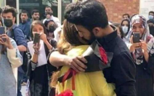 Cặp đôi sinh viên bị đuổi học vì tỏ tình giữa sân trường Đại học, dân tình phản ứng gay gắt